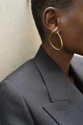 Gold Jewelry, Jewelry Accessories, Fashion Accessories, Jewelry Design, Women Jewelry, Fashion Jewelry, Designer Jewellery, Balenciaga, Statement Earrings