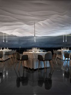 fabric canopy ceiling ? backlit? Restaurante Huarte (Pamplona, Spain), Europe Restaurant | Restaurant & Bar Design Awards  메모 : 거푸집이랑 연속성이 합쳐진거같음...(아무말대잔치)