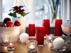 VINTERMYS geurloze stompkaars | #IKEA #kerst #kaarsen #rood #decoratie #verlichting