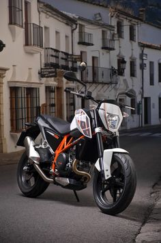 KTM DUKE (sooooo gonna get this!!!!!)