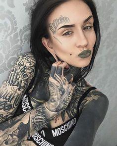 Ugly pout but that lipstick tho Tattood Girls, Tattoed Women, Inked Girls, Hot Tattoos, Girl Tattoos, Tattoos For Women, Tattoo Girl Wallpaper, Ink Model, Hot Tattoo Girls