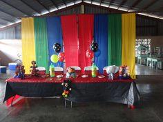 mesa principal cumpleaños de Lawrence