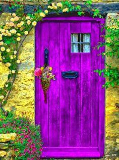 Dica de decoração: portas com cores vibrantes! #decoração #interiores