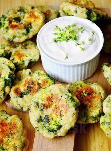 Brokolicovo vajickove nugetky           brokolica1ks mandľová múka2/3šálky strúhaný parmezán1/3šálky mozzarelly light1balenie (125 g) vajce2ks červená cibuľa nakrájaná najemno1ks cesnak (strúčik)1ks Vegetable Recipes, Vegetarian Recipes, Healthy Recipes, Good Food, Yummy Food, Recipe Filing, Yummy Appetizers, Veggies, Lunch