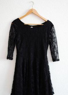 Kup mój przedmiot na #vintedpl http://www.vinted.pl/damska-odziez/krotkie-sukienki/10401069-czarna-koronkowa-sukienka