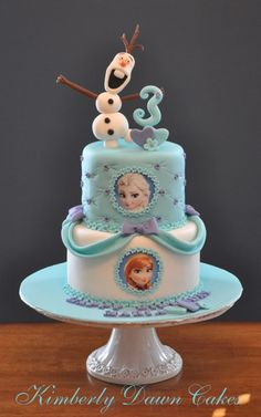 Got a Frozen fanatic in your house with a birthday coming up? Here are 8 of the Coolest Frozen Birthday Cakes Ever, guaranteed to make sure your child's cake is the centre of attention! Bolo Frozen, Torte Frozen, Frozen Party Cake, Elsa Torte, Disney Frozen Cake, Frozen Birthday Cake, Disney Cakes, 3rd Birthday, Disney Olaf