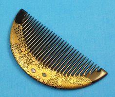 Wonderful Black and Gold Lacquer Flower Japanese Kushi Comb