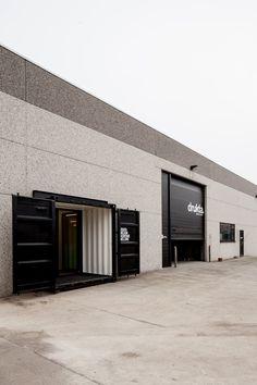 """Valorize seu espaço. Seja ele comercial ou industrial. A utilização da técnica """"inside container"""" traz modernidade, excentricidade e susten..."""