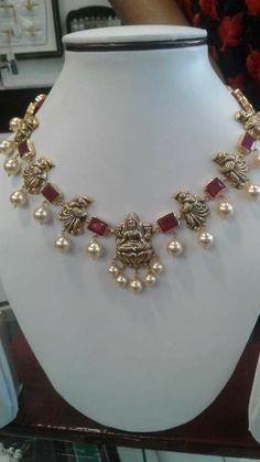 bridal sets & bridesmaid jewelry sets – a complete bridal look Indian Wedding Jewelry, Indian Jewelry, Bridal Jewelry, Beaded Jewelry, Gold Jewelry, Diamond Jewelry, Gold Earrings Designs, Gold Jewellery Design, Designer Jewellery