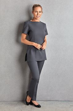 The Florence Roby Napoli Tunic is the perfect simple but smart uniform. This short-sleeved tunic is available in 3 colours. Salon Uniform, Spa Uniform, Hotel Uniform, Medical Uniforms, Work Uniforms, Beauty Tunics, Beauty Uniforms, Scrubs Outfit, Uniform Design