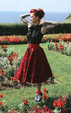 Discover recipes, home ideas, style inspiration and other ideas to try. Rockabilly Moda, Rockabilly Outfits, Rockabilly Pin Up, Rockabilly Fashion, Vintage Inspired Fashion, Retro Fashion, Vintage Fashion, Lolita Fashion, Rock And Roll