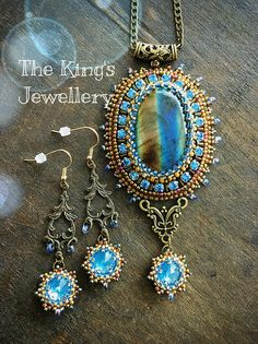 Two-tone Labradorite pendant with matching earrings❤️ By Astrid de Koning-the King's Jewellery