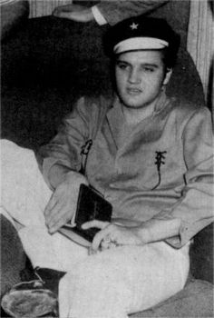 Elvis  in october  5 1956 wearing his green jacket.