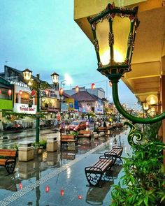 Enjoy the culture in Malioboro, Yogyakarta, Indonesia Photo by: Alex IG: Photo Background Images, Photo Backgrounds, Video Photography, Street Photography, Wonderful Places, Beautiful Places, Places Around The World, Around The Worlds, Wallpaper Aesthetic