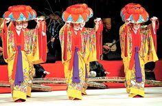 Women dancing in colorful costumes Okinawa This is called a kimono Bingata in Okinawa