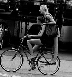 donne e bici... combinazione perfetta:)