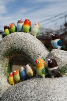 Needle felted love birds. Found the original (I think) via a blog 'omocchiri'…