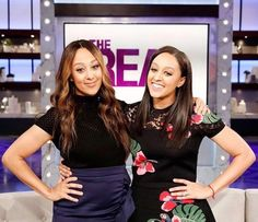 My idols Sister Love, Sister Sister, Tia And Tamera Mowry, Casting Pics, Double Wedding, Portrait Pictures, Makeup Rooms, Reality Tv Shows, Family First