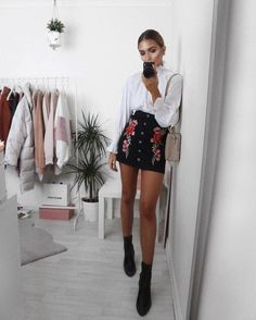 quite a smart outfit, but a bit cheeky at the same time. the boots are really nice and finish off the outfit. many types of skirts would work for this outfit Mode Outfits, Fall Outfits, Summer Outfits, Casual Outfits, Fashion Outfits, Womens Fashion, Skirt Outfits, Fashion Killa, Look Fashion
