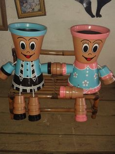 using pots and paint for cute plant holders. Using different plants for the hair will make this cute. Flower Pot Art, Clay Flower Pots, Flower Pot Crafts, Clay Pot Projects, Clay Pot Crafts, Diy Clay, Flower Pot People, Clay Pot People, Painted Clay Pots