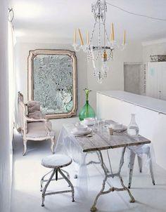 Espacio blanco, mesa de exterior lampara con velas y bombilla aparte