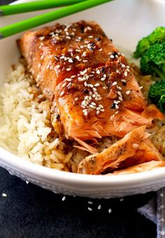 This Asian inspired Honey Ginger Salmon is not only delicious but super easy to make. The best part is you can have dinner ready in 20 minutes! #salmon #quick #easyrecipe #salmon #fish #Asian