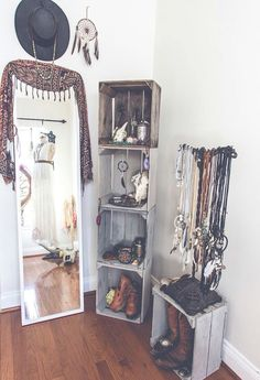Bild über We Heart It http://weheartit.com/entry/142318915/via/26762146 #bed #bedroom #bohemian #closet #clothes #dreamcatcher #fashion #pretty #room #wall #wallbedroom
