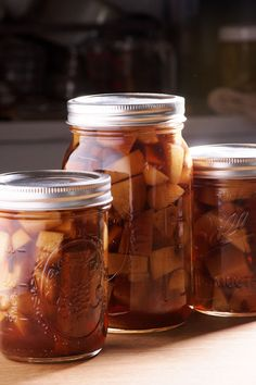 Apple Pie Bourbon Infusion Recipe - Amazing Food Made Easy Apple Pie Vodka, Apple Pie Drink, Apple Pie Moonshine, Apple Bourbon, Bourbon Recipes, Vodka Recipes, Apple Pie Recipes, Alcohol Recipes, Wine Recipes