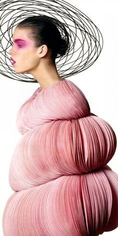 Espectacular juego de formas de Valentino para la colección de Alta Costura.