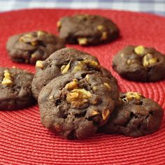 My daughter Olivia, has been experimenting with some chocolate cookie recipes and came up with this one recently that really does taste like a good walnut brownie. Be extra careful not to over bake these cookies, it is actually preferable to under bake these a little to get a fudgy middle, so experiment with the …