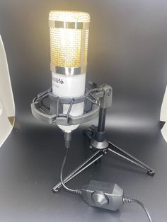 🐕 Big deals! Condenser microphone lamp only at $140.00 Hurry. #Lamp #MicrophoneLamp #Light #MicrophoneLight #mic #Music #Microphone #vintage #GiftForSinger #retro Christmas Ships, Lamps For Sale, Led Lamp, Bulb, Vintage Music, Retro, Design, Onions