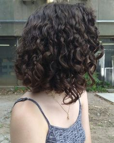 Bob Haircuts: 60 Hottest Bob Hairstyles for 2019 - Hairstyles Trends Long Curly Bob, Short Wavy Hair, Curly Hair Cuts, Curly Hair Styles, Long Hair, Messy Bob Hairstyles, Short Curly Haircuts, Aesthetic Hair, Hair Looks