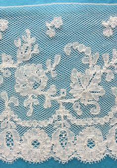 140 ins antique/vintage century Mechlin lace border Antique Lace, Vintage Lace, Textiles, Lace Border, Linens And Lace, Bobbin Lace, Silk Ribbon, Vintage Antiques, 19th Century