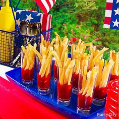 Budget Party Ideen: Budget Food Tips Party bei Kara's Party Ideas. 4th Of July Celebration, 4th Of July Party, Fourth Of July, Party Food On A Budget, Food Budget, Barbecue Party, 4. Juli Party, American Party, Ballerina Party