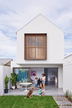 Creating a home that would appeal to a wide range of families was the key objective when planning this contemporary gem in Geelong. Small House Design, Modern House Design, Casa Pop, Narrow House, Minimal Home, Facade House, House Exteriors, Interior Design Companies, Exterior Design