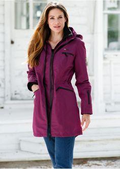 Σε εμφάνιση 2-σε-1 χάρη στην αντιανεμική προστασία με φερμουάρ. Υδροαπωθητικό (3.000 mm), αντιανεμικό και αναπνέον (3.000 g/m2/24h). Πλένεται στο πλυντήριο. Από 100% πολυέστερ. Φόδρα: Από 100% πολυέστερ. Raincoat, Jackets, Style, Fashion, Rain Jacket, Down Jackets, Swag, Moda, Fashion Styles