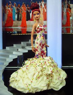 vestido de barbie com pedrarias http://www.beadshop.com.br/?utm_source=pinterest&utm_medium=pint&partner=pin13 Miss Cayman Islands 2013/14
