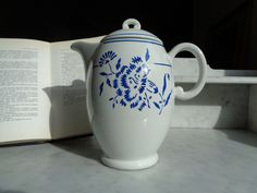 earthenware coffee maker, eyelet carnation model by KG Luneville, white teapot with blue flowers, French dishes Blue Home Decor, Carnations, Earthenware, Decoration, Blue Flowers, Tea Pots, Coffee Maker, Tableware, Vintage