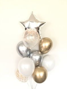 Twinkle twinkle little star! This heavenly balloon bouquet is so easy and stylish that includes silver and gold balloons! Who wouldnt need this balloon bouquet for his or her birthday, child bathe, to make Balloon Arch Diy, Balloon Bouquet, Balloon Garland, Balloon Holders, Gold Birthday Party, Birthday Balloons, Baby Birthday, 21st Birthday, Star Baby Showers