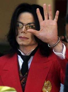 Michael Jackson waving to fans - he looks a bit sad here :(