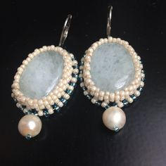 BW32 Earrings w. very pretty aquamarines in a seed bead bezel completed with a freshwater pearl