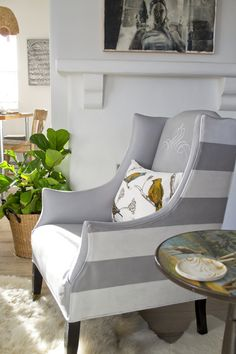 DIY painted leather chairs with Annie Sloan chalk paints. How-to's at livinginanutshell.com.