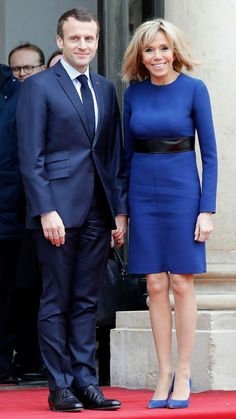From double-breasted coats to jeans and sneakers, First Lady Brigitte Macron (née Trogneux) proves she's France's latest style icon. White Louis Vuitton, Louis Vuitton Dress, French First Lady, Pale Yellow Dresses, Brigitte Macron, Beaux Couples, Royal Clothing, Emmanuel Macron, Column Dress