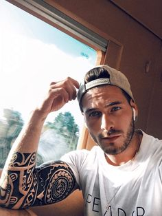 Tribal Arm Tattoos, Boy Tattoos, Body Art Tattoos, Sleeve Tattoos, Tattoos For Guys, Tattoo Arm, Island Tattoo, Blue Eyed Men, Pic Pose