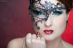 Burlesque mask ring red http://www.coicoi.it/teatro/
