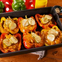 These stuffed peppers are simply the factor whenever you've bought a hankering for a cheeseburger—plus the toppings are tremendous versatile. Want your cheeseburgers with bleu cheese and mushrooms? Swap 'em in for the cheddar I Love Food, Good Food, Yummy Food, Healthy Snacks, Dinner Healthy, Healthy Recipes, Healthy Baking, Easy Recipes, Cheddar