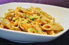 Küchenzaubereien: Vollkorn-Nudeln mit geraspeltem Gemüse & Käsesoße