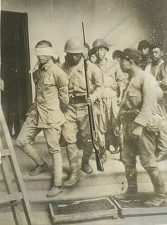 A captured Chinese soldier. Military Art, Military History, Imperial Army, Japanese History, Prisoners Of War, China Art, World War Two, Wwii, The Past