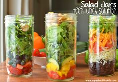 Salad Jars {Teen Lunch Solutions} ** I think our schools are glass-free Mason Jar Meals, Meals In A Jar, Meals For One, Mason Jars, Lunch Snacks, Healthy Snacks, Healthy Eating, Healthy Recipes, Salad Recipes