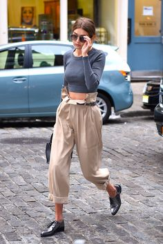 Gigi Hadid knows how to wear a pair of high-waisted pants.